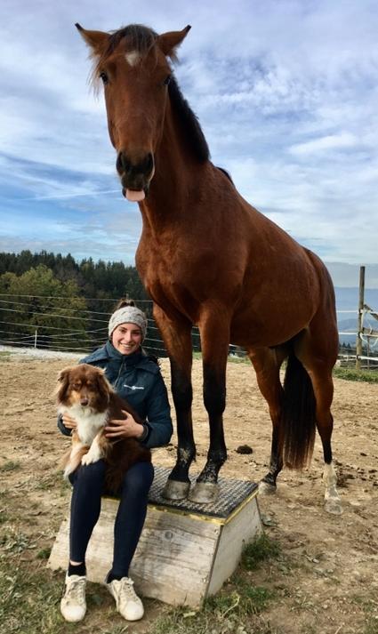 Marlena mit Pferd und Hund